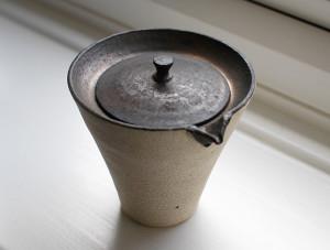 Teiera in ceramica di Shinobu Hashimoto