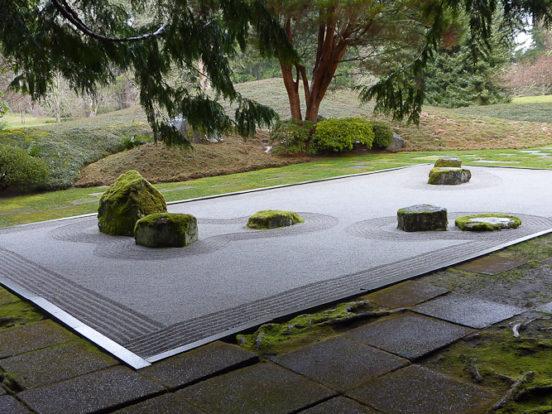 Karesensui: giardino giapponese di pietre eseguito secondo i precetti del Buddismo Zen